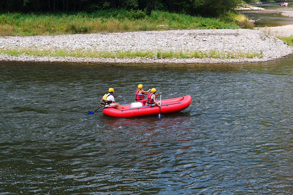 Leisurely rafting in Dunajec Gorge
