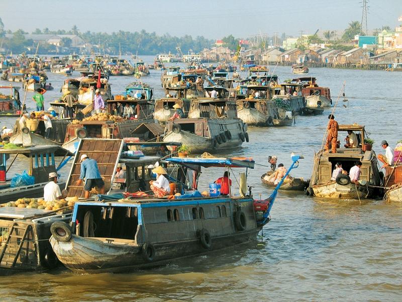 Floating market on the mekong