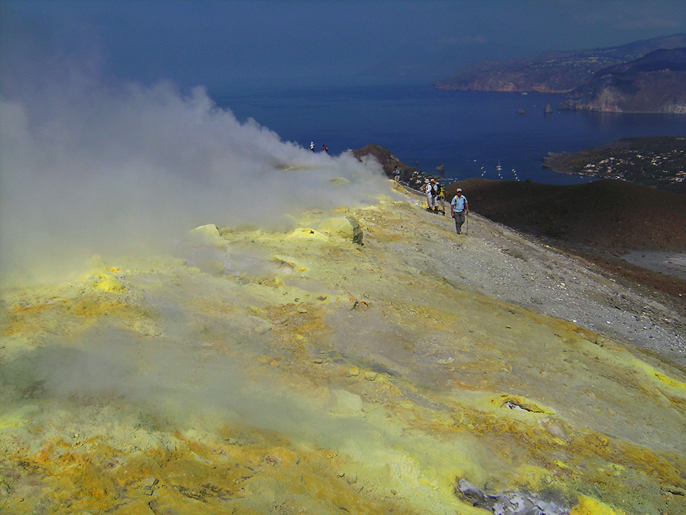 Sulphur deposits on Gran Cratere